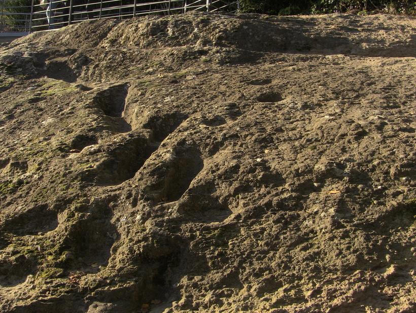 Следы дьявола: кто оставил отпечатки в горячей лаве на склонах вулкана в Италии