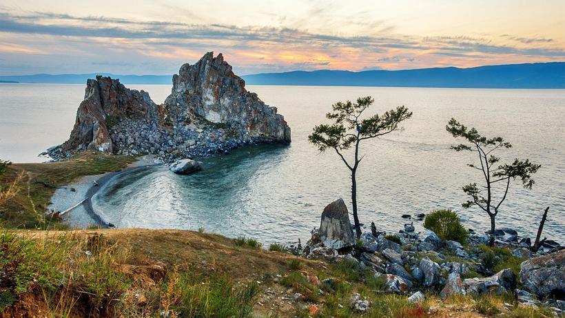 Видео: Как выглядит Байкал, глубочайшее озеро планеты, без воды