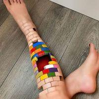 Женщина создает невероятные оптические иллюзии на своем теле