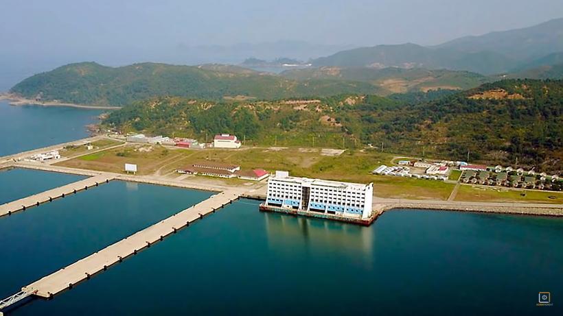Видео: В Северной Корее будет уничтожен первый в мире плавучий отель